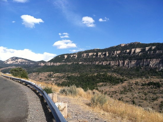 Driving through the Wyoming mountain range - Route 16a