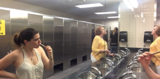 Airport Bathroom Hygienics – DAILY Vlog, Ep. 84